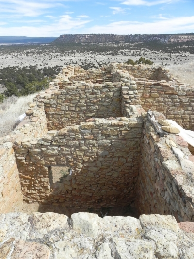Ruins atop El Morro cliffs at El Morro National Monument, New Mexico. Photo by Fredlyfish4/wiki.