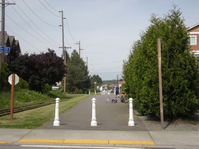 Start of the Centennial Trail, Snohomish, Washington, following former Burlington Northern tracks. Abandoned tracks can be seen. Photo by Joe Mabel/wiki.