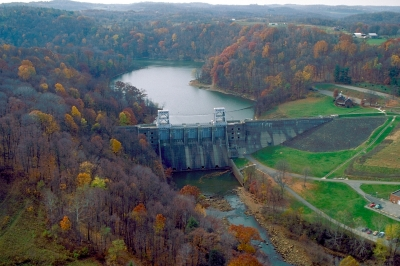 Loyalhanna Lake and Dam on the Loyalhanna Creek in Westmoreland County near Saltsburg, Pennsylva. Photo by USACOE.