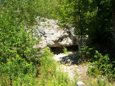 Skull Cave on Mackinac Island. Photo by Notorious4life (talk) wiki.