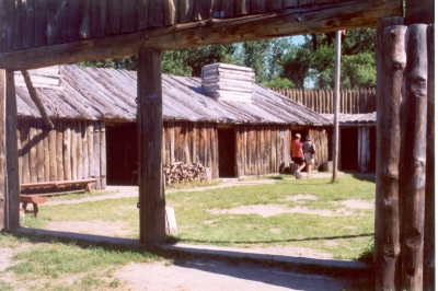 Reconstruction of Fort Mandan, Lewis & Clark Expedition, North Dakota. Photo by Chris Light/wiki.