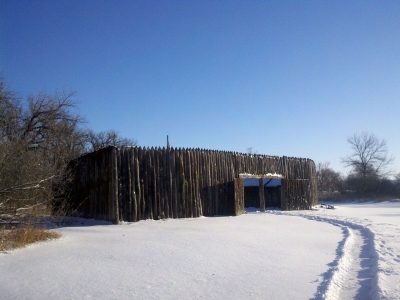 The reconstruction of Fort Mandan in winter. Photo by Gooseterrain2/wiki.