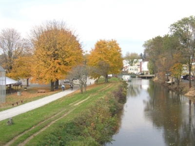Towpath in fall. Photo by Stark County Park District.