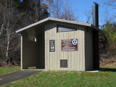 New waterless comfort station at trailhead. Photo by Rob Grant.