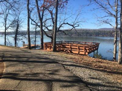 Lakeside observation area located just off trail. Photo by Donna Kridelbaugh.