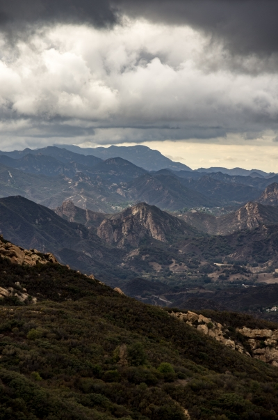 A view on the Stunt road to Piuma Road Section of the Backbone Trail. Photo by Carl L Burdick (@carlburdick).