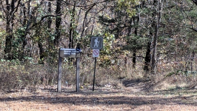 George O Latham Jr trailhead at Clinton Lake. Photo by https://www.kansastrailscouncil.org