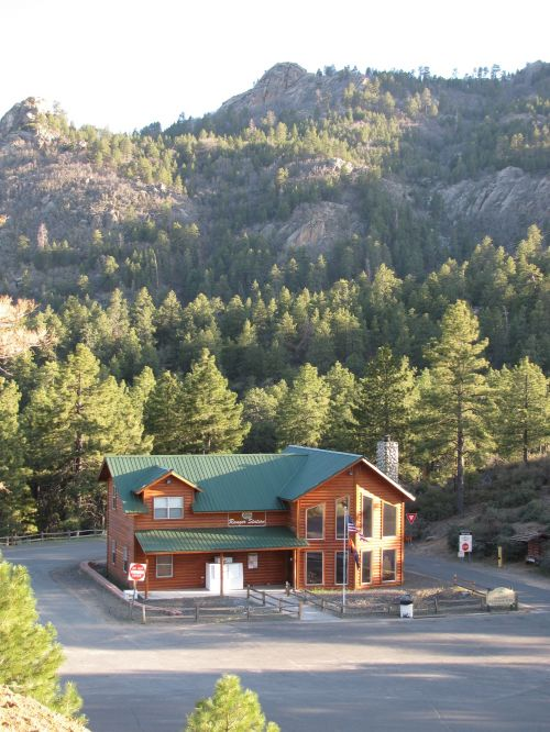 photo: Hualapai Mountain Park Ranger Station
